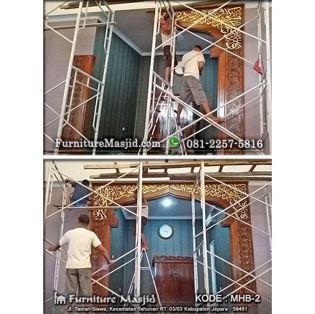 pemasangan mihrab pengimaman masjid kayu jati