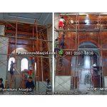 pemasangan mihrab masjid kayu jati