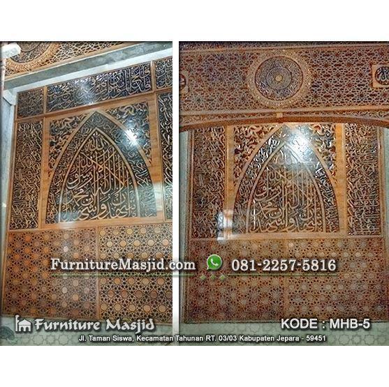 kaligrafi pengimaman masjid bagian dalam