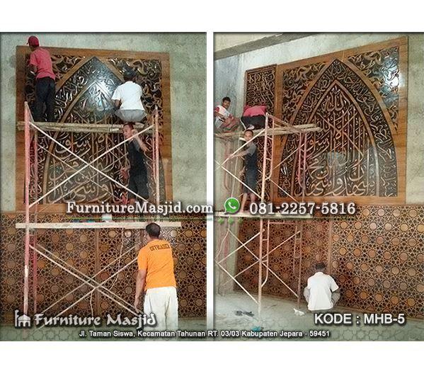ornamen kaligrafi pengimaman masjid