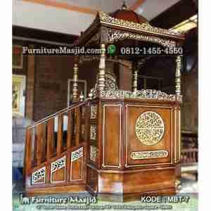 Mimbar Masjid Besar Atap Kubah dan Tangga