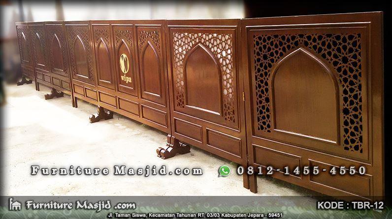 pembatas jamaah masjid pria dan wanita